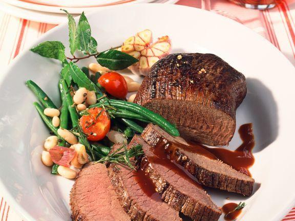 Hirschbraten ist ein Rezept mit frischen Zutaten aus der Kategorie Hirsch. Probieren Sie dieses und weitere Rezepte von EAT SMARTER!