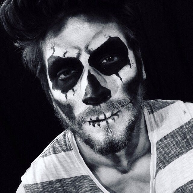 Mens sugar skull makeup for Halloween