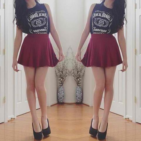 Adorei o look , muito bonita a saia vinho !