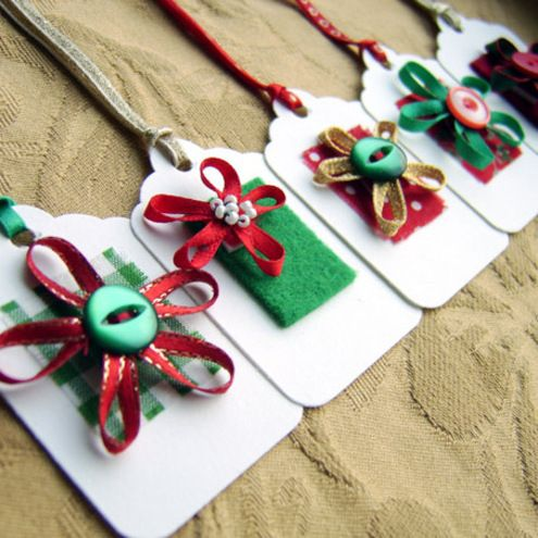 Make use of supplies which are already present at home, like leftover ribbons, buttons etc to make cheap christmas crafts. Photo Credit: www.hdwallpapersinn.com