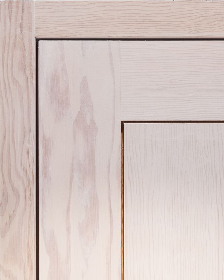 Our doors are fitted with high precision. 2 mm gap between the door leaf and the frame. Solid wood door by Vahle Door