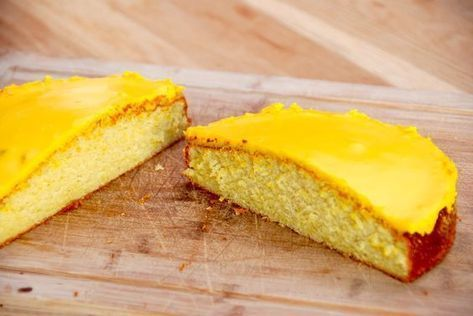 Her er den bedste citronmåne, som smager meget bedre end den velkendte fra døgnkiosken. Citronmånen deles på midten, og giver dig derfor to citronhalvmåner. Det er da smart. Foto: Guffeliguf.dk.