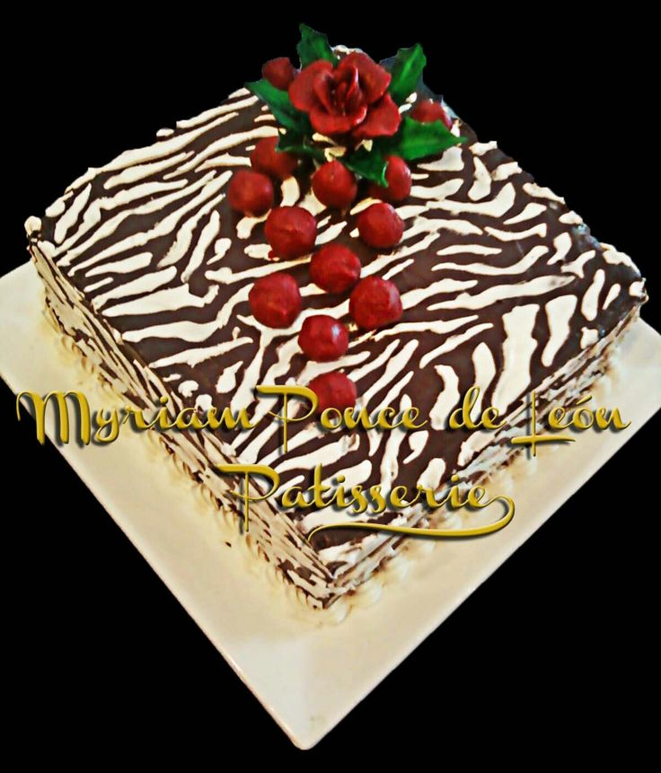 Cake animal print de chocolate con rosas rojas de chocolate