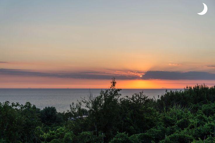 Quando il rosso del tramonto accende le emozioni... www.alchiardiluna.it #alchiardiluna #ilmatrimoniochestaisognando