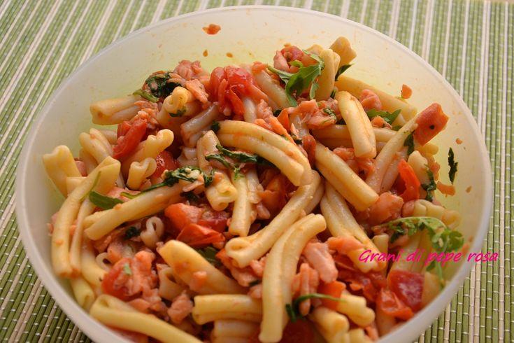 pasta fredda pomodorini rucola e salmone