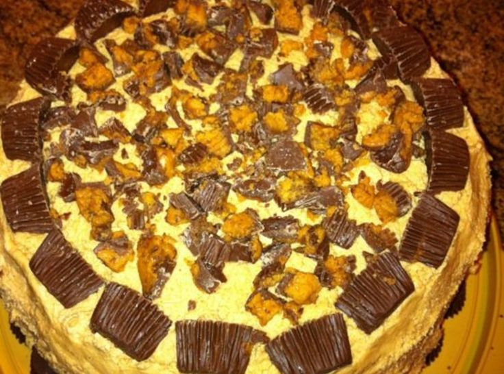 Reese's Peanut Butter Cake: Reese Peanut, Pinch Recipe, Desserts Cakes, Cakes Recipe, Peanut Butter Cups, Cups Cakes, Ree Peanut Butter Cakes, Cake Recipes, Birthday Cakes