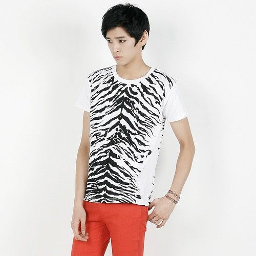 Today's Hot Pick :Zebra Print Short Sleeve Tee http://fashionstylep.com/P0000HJD/polyma/out Zebra print short sleeve tee. A short-sleeved, crew neck piece, this slim cotton shirt sports an interesting zebra pattern in front that will look great paired with sneakers and bold pants.