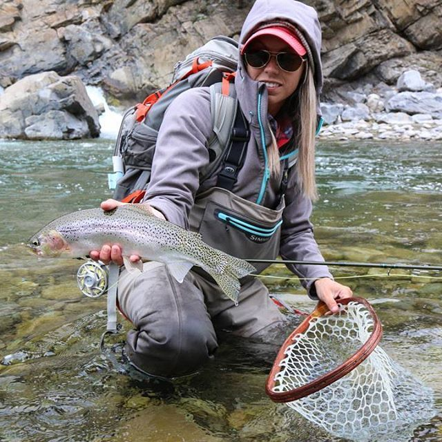 Cool morning Mountain Cutties  Thanks for the photo @mnflygirl  #flyfishing #fishing #tackyflyfishing #seewhatsoutthere #maketheconnection #fishgloomis #finatical #simmsfishing #alberta #mtn