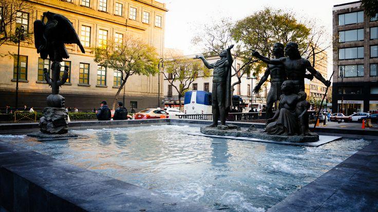 Plaza de la Constitución (Zócalo) Plaza de la Fundación D.F.
