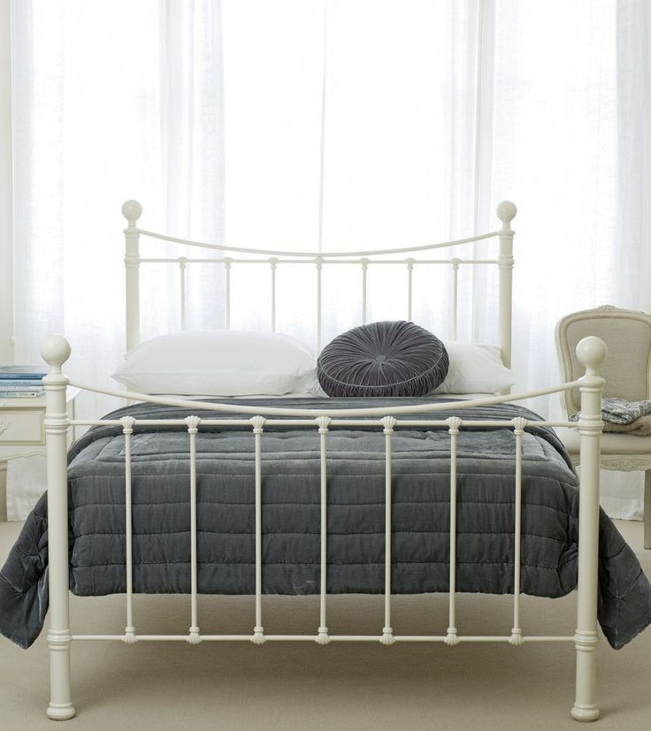 Hastings Bed - Victorian style frame with a sweeping top rail, shell design detail, hand-poured castings and sprung slats; with pure brass top rails and knobs; (mattress not included) - Metal beds