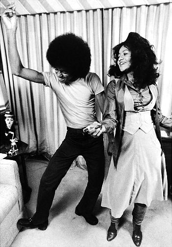 Michael Jackson with his sister LaToya in their New York apartment (Back in the day when LaToya was both beautiful and normal).