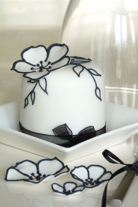 Rachelles Beautiful Bespoke Cakes What a lovely dainty edition to a black and white theme.