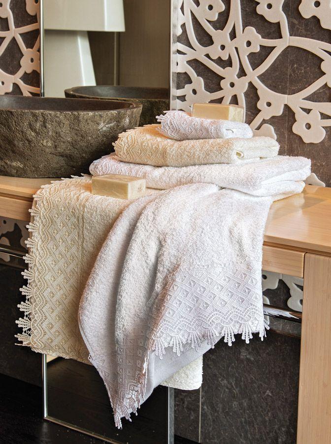 Σετ πετσέτες Lea 100% Cotton με δαντέλα. Περιλαμβανει μια πετσέτα χεριών, μια προσώπου, μια σώματος.