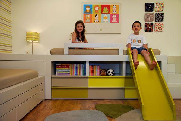 """צבעי היסוד- אדום, כחול, ירוק, צהוב הם מטבעם צבעים המתאים לחדר שכזה והם צבעים נהדרים להכנסת חיים וצבע. חדר ילדים משותף של """"יו יו ילדים"""""""