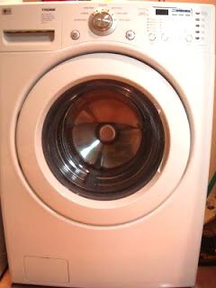 Cleaning your HE Frontloader Pour one (1) cup of Distilled White Vinegar and one (1) cup of baking soda directly into the drum. Add about ½ cup of vinegar and ½ cup of baking soda into the detergent dispenser. Run on Quick Wash with HOT water and HIGH SPIN cycle