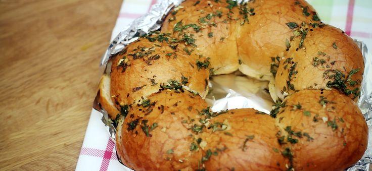 Sarımsaklı Ekmek http://www.hizlimutfak.com/Tarif-sarimsakli-ekmek