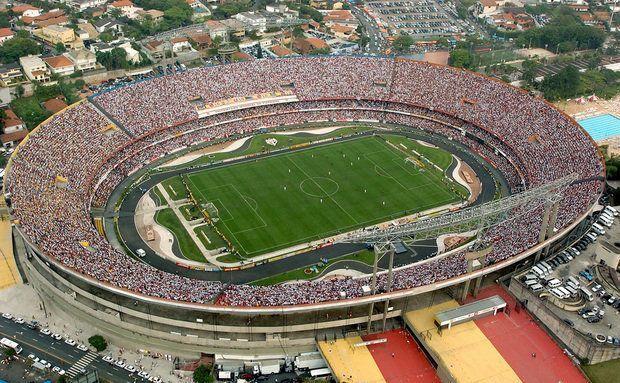 O estádio Cícero Pompeu de Toledo, mais conhecido como Morumbi, pertence ao São Paulo Futebol Clube e é o maior estádio particular do Brasil