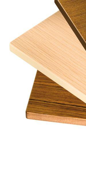 Compact Wood® è il risultato dell'incontro fra stratificato HPL e vero legno. Senza perdere le caratteristiche tecniche e strutturali, la superficie viene 'vestita' con un'impiallacciatura di legno. Grazie a un procedimento brevettato, le decorazioni vengono accoppiate con speciali vernici catalizzate. È disponibile in tre varianti, ciascuna con diverse gradazioni di chiaro: Rovere sbiancato con interno beige, Rovere naturale con interno Alucompact® e Rovere tinto Wengè con interno Compact…