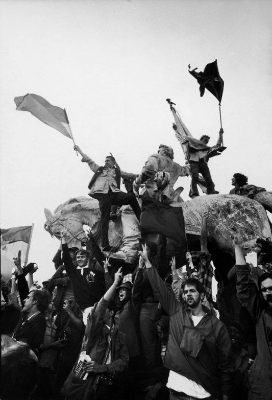 vietnam protest songs and hippies Flower power and the hippie movement at large in the united states reached its zenith on oct 21, 1967, with a march on the pentagon more than 100,000 people gathered in washington dc for that peaceful vietnam war protest, including an 18-year-old aspiring actor named george harris.
