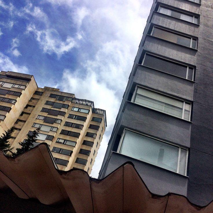 Construcciones clásicas de nuestra #localidad 🏙 #barrio #rosales #bogota #colombia #arquitectura