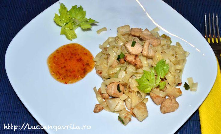#noodles, #chicken, #celery Piept de pui cu țelină și tăietei