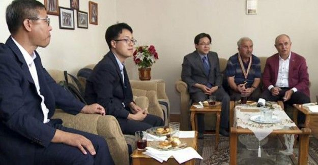 "Kore'den Kore Gazilerine Minnet! Önlerinde Eğildiler  ""Kore'den Kore Gazilerine Minnet! Önlerinde Eğildiler"" http://fmedya.com/koreden-kore-gazilerine-minnet-onlerinde-egildiler-h59688.html"