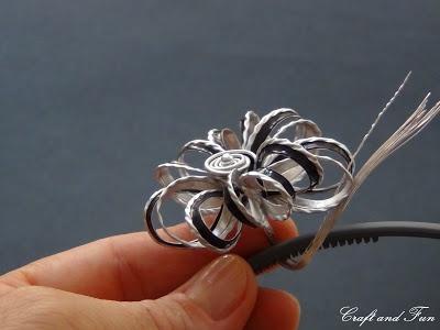 accesorio para el pelo.  http://www.craftandfun.com/2012/07/accessori-per-capelli-fai-da-te-riciclo.html