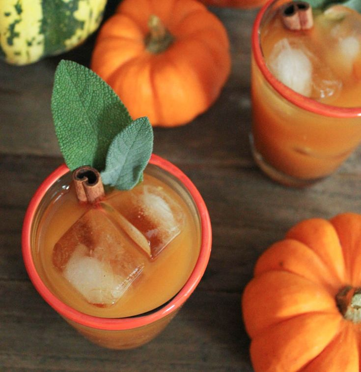 Spiced Pumpkin Punch. This festive fall cocktail will warm you up from the inside out! #FallFest