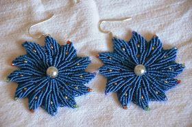 La cesta dei lavori di Loredana: fiori blu a macramè