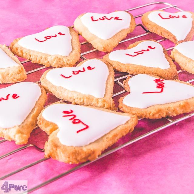 Valentines heart cookies  - English recipe - A delicious recipe for Valentines heart cookies. Tasty cookies you bake and decorate with icing. Finishthe cookies with a personal message for your love.