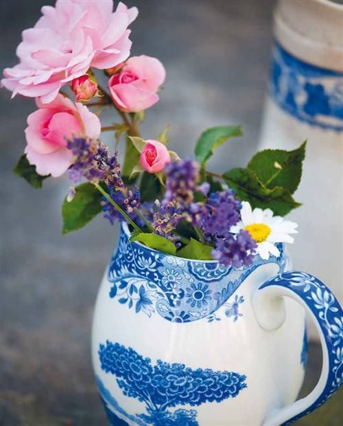 Spode and flowers from our Marstrand Garden / From our Summer Cookbook / Amy von Sydow and Ebba von Sydow