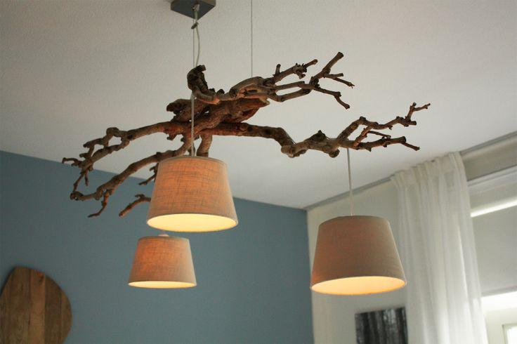 Lamp gemaakt van boom takken. Gemakkelijk zelf te maken!