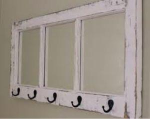 """Muitas vezes quando reformamos a casa ou precisamos trocar alguns objetos, muita coisa que poderia ser reaproveitada acaba sendo descartada. Janelas antigas de madeira sempre vão parar no lixo quando substituídas por versões mais modernas, no entanto há uma série de possibilidades que podem ser feitas utilizando este material. Com alguma adaptação janelas de madeira...<br /><a class=""""more-link""""…"""