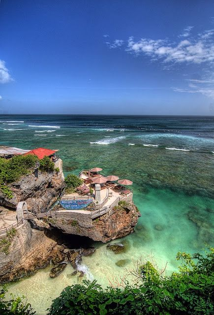 Suluban Beach, Bali, Indonesia https://VacacionesReales.com