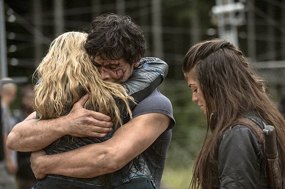 Watch the Moment The 100 Fans Have Been Waiting for...Bellamy and Clarke's Reunion Hug! | E! Online Mobile