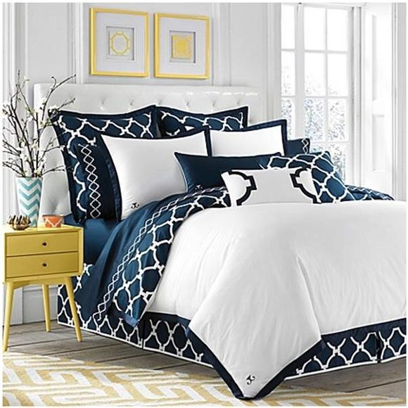 Navy and white Comforter QUEEN, Bed Bath & Beyond, Jill Rosenwald Hampton Link Navy Duvet Collection. Bed skirt, sheets and some shams not included. White shams and 2 throw pillows included. Like new condition and lightly used. I love it but I redecorated! Hate to see it go. Jill Rosenwald Other