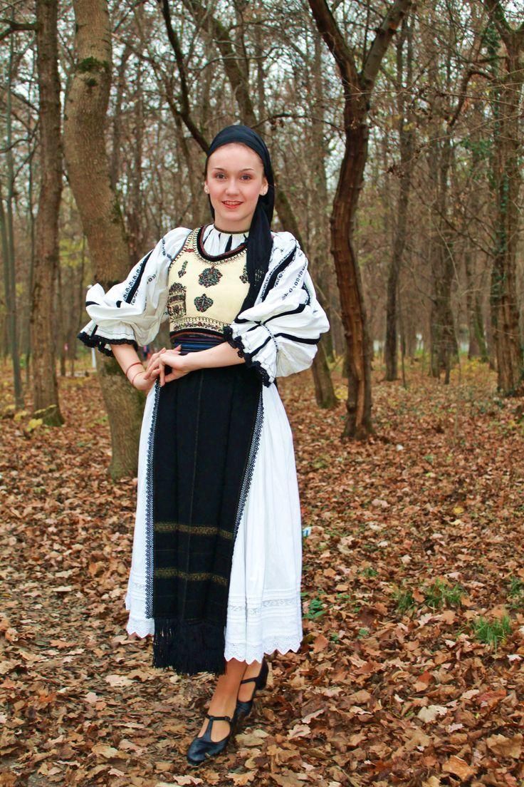 Young girl from Gura Râului, Sibiu area