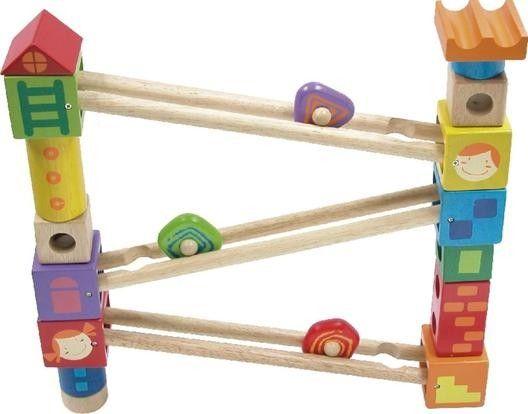 Aus einem Satz Bausteinen, drei Rollbahnschienen und drei Rollkörpern bauen kreative Kids ihre individuelle Rollbahn selbst.  Ab 2 Jahren.
