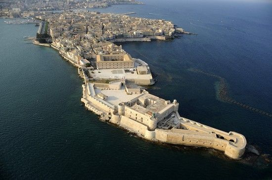 Ortigia – Siracuse's island heart in Sicily Italy | The Wandering Wandelruster | http://thewanderingwanderluster.com/10-must-see-places-in-sicily/