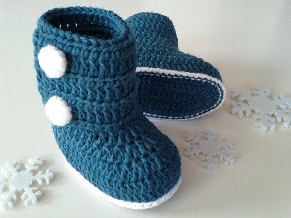 Baby-Booties // Baby-Stiefel selber häkeln: Hol Dir jetzt die Häkelanleitung für diese niedlichen Baby-Schuhe und dann ran an die Lieblingswolle.