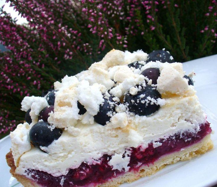 Moje Wypieki | Tarta Niebo - z jagodami, kremem z białej czekolady i bezami