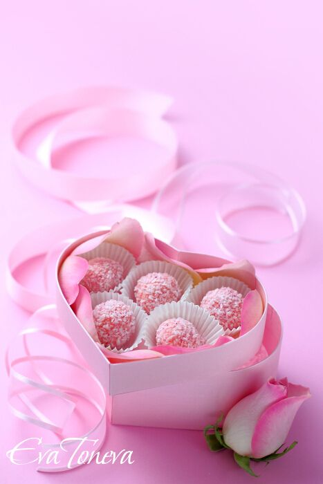 Rose Truffles ..uses rose water.. open in Google to use the translation button.