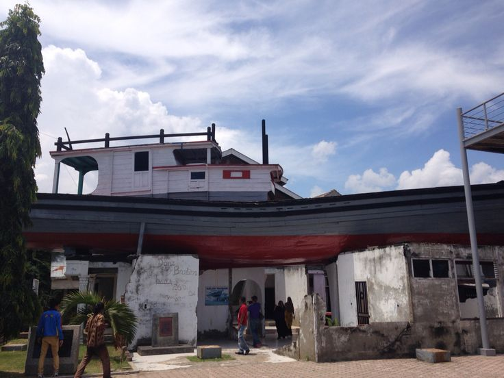 Boat on the roof. Tsunami Aceh museum