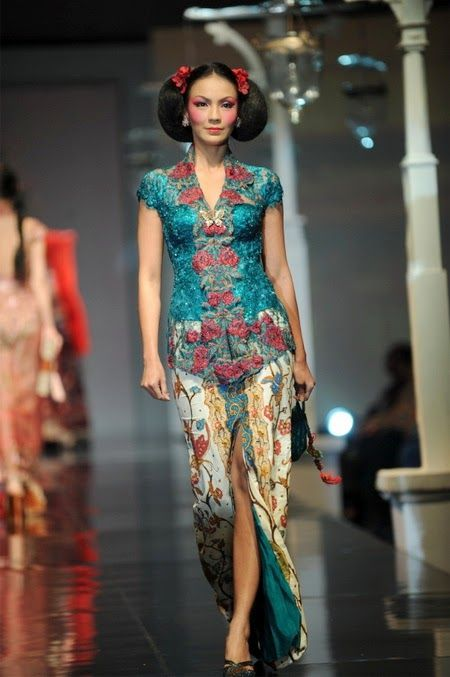 Short-sleeved Kebaya - International Kebaya Batik Modern