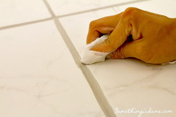 Painting Grout Lines -- a detailed tutorial! {from somethingisdone.com}