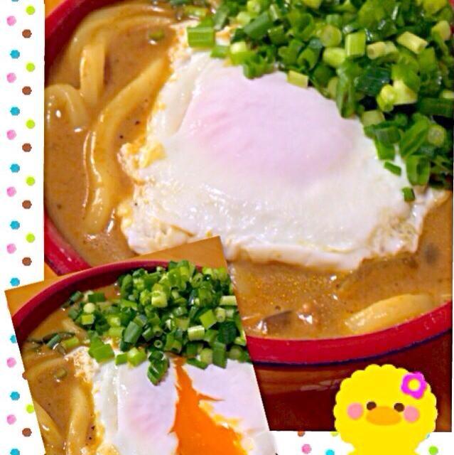 余ったカレーに、麺つゆと水と牛乳を加えて、卵とネギをトッピングしました♪ 濃厚でクリーミーな味わいです♡ - 48件のもぐもぐ - ネギたっぷり☆カレーうどん by aiai1409