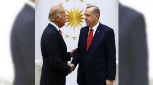 Joe Bidenın beden dili ne anlatıyor?: Türkiyeye şartlanmış gelmiş. Git oraya çok pozitif davran düşüncesini çok güzel uyguladı. Şov yaptı. Her türlü kamuflaja girdi.