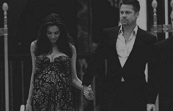 Я хочу чтобы рядом был сильный мужчина, во всех смыслах сильный.Единственной его слабостью должна быть Я.Анджелина Джоли