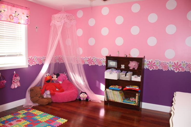Toddler Minnie Mouse bedroom reading nook