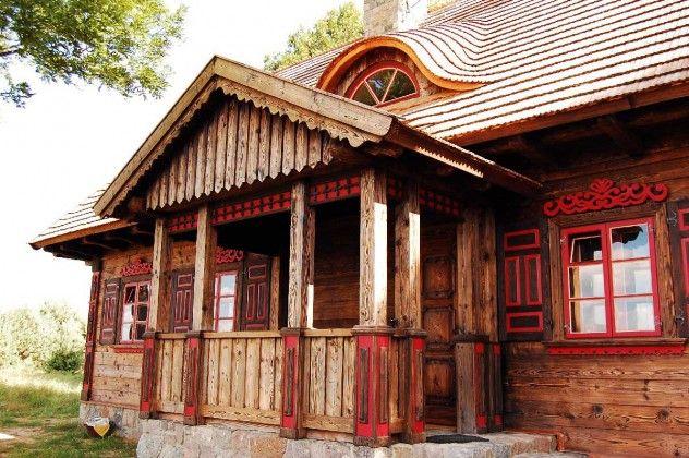 Ozdobny ganek domu drewnianego